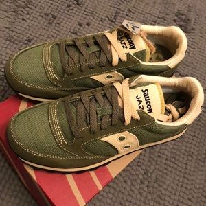 Saucony Shoes - 🌸NEW Saucony Jazz women sneaker 7.5 olive green